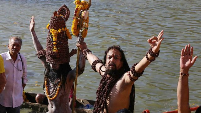 9416853_photos-a-holy-river-in-india-borrowed-water_90c478b0_m